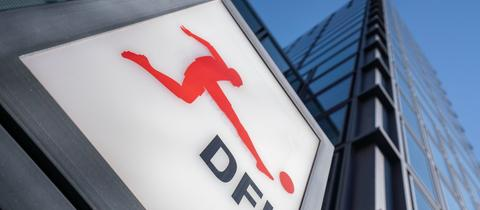 Das DFL-Logo an der Zentrale in Frankfurt