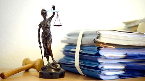 Justizia und Gerichtsakten (picture alliance / dpa)