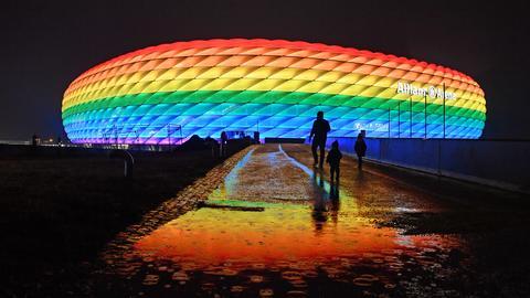 Allianz Arena in München in Regenbogenfarben (SvenSimon/ Pool / via firo Sportphoto)