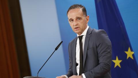 Außenminister Maas an einem Rednerpult (dpa)