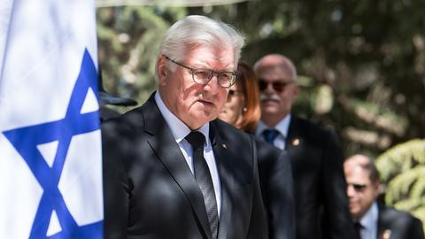 Bundespräsident Steinmeier legte an der Holocaust-Gedenkstätte Yad Vashem einen Kranz nieder.  (dpa)