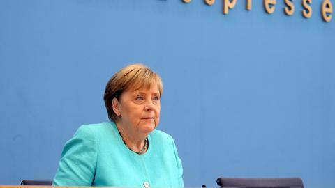 Angela Merkel bei der Sommer-Pressekonferenz (dpa)