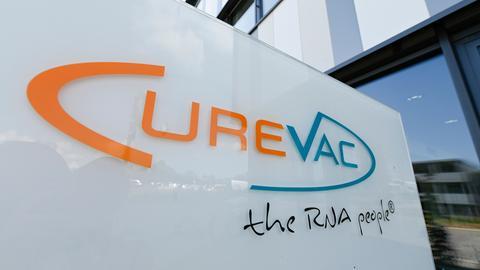 Das Firmenlogo von CureVac  (AFP)