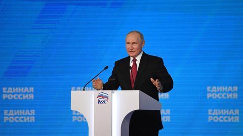 Der russische Präsident Putin spricht bei einem Kongress seiner Partei Geeintes Russland. (via REUTERS)