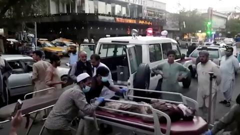 Verletzte nach Anschlag in Kabul (via REUTERS)