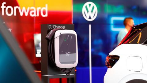 Ladestation für elektrische Volkswagenmodelle auf der IAA (REUTERS)
