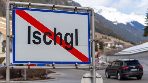 Schild am Ortsausgang von Ischgl (dpa)