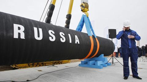 Bauarbeiter vor Pipeline (AP)