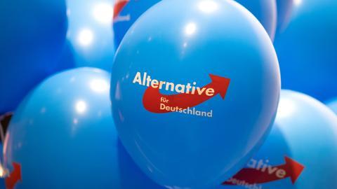 Luftballons mit dem Logo der AfD.  (dpa)