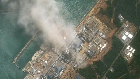 Satelittenaufnahme des brennenden Reaktors von Fukushima im März 2011 (VIA REUTERS)