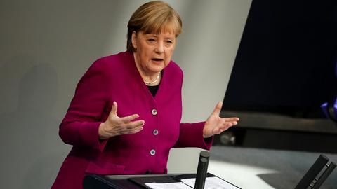 Kanzlerin Merkel spricht im Bundestag (dpa)