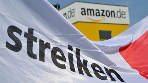 Seit Jahren streiten Verdi und Amazon über die Einführung eines Tarifvertrags. (dpa)
