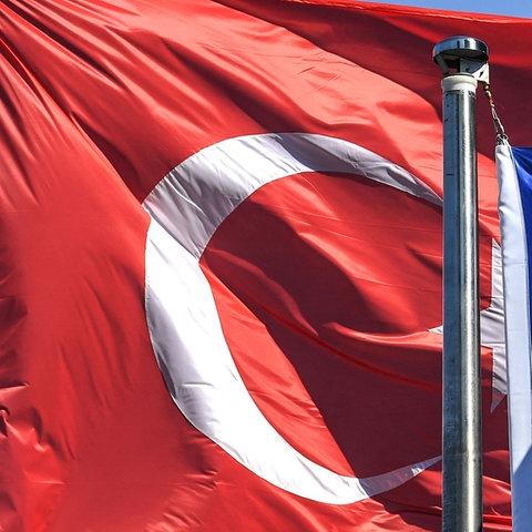 Die türkische und die EU-Flagge (AFP)