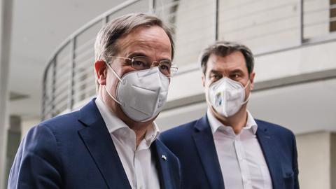 CDU-Chef Armin Laschet (l.) und CSU-Chef Makus Söder (r.) (EPA)