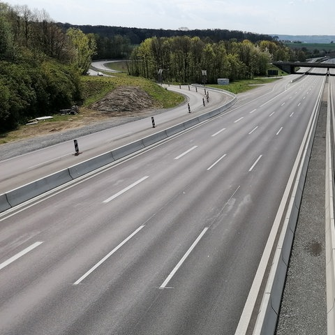 Fast leer ist die Autobahn 81 bei Stuttgart Zuffenhausen während der Corona-Pandemie. (dpa)