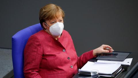 Merkel nach ihrer Rede im Bundestag (REUTERS)