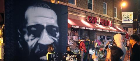 Proteste in Minneapolis an der Stelle, wo George Floyd getötet wurde. (AFP)
