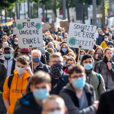 """Eine """"Fridays for Future""""-Demonstration in Bremen. (dpa)"""
