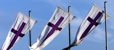 Kirchenflaggen der Evangelischen Kirche in Deutschland (picture-alliance / epd)