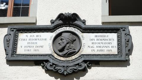 Das Konterfei von Jan Hus ist  in Konstanz am Jan-Hus-Haus zu sehen.