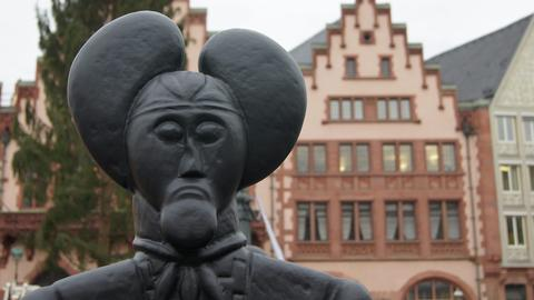 Der Keltenfürst vom Glauberg, eine nachempfundene Statue des Konzeptkünstlers Ottmar Hörl,  auf dem Frankfurter Römerberg