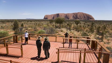 Blick auf den Uluru Berg