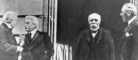 Historische Aufnahme, vier Männer