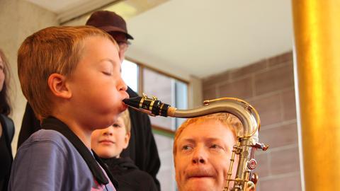 Kinder bei einem Projekt der hr-Bigband