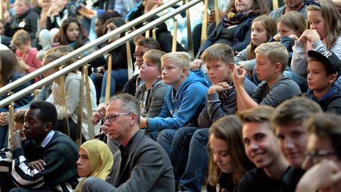 Eine Schülergruppe bei einer Veranstaltung von hr@Schule