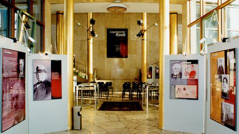 Ausstellung in der Goldhalle des Hessischen Rundfunks in Frankfurt