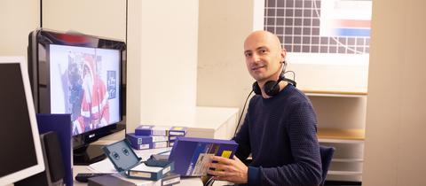 hr-Mitarbeiter im Bereich Dokumentation und Archive
