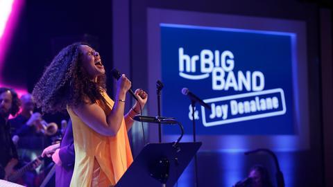 Joy Denalane trat mit der hr-Bigband auf