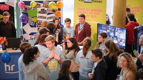 Schüler bei der Abschlussveranstaltung des Medienprojektes #95neuethesen