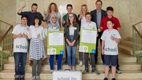 """""""school.fm 2018"""": """"Radio Henry"""" der Henry-Benrath-Schule hat das """"beste Schulradio 2017/18"""" produziert. Gleichzeitig erhielt das Team den Preis für die """"beste Moderation""""."""
