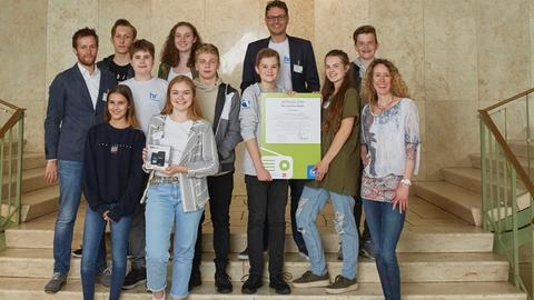 """""""school.fm 2018"""": """"FraGy.fm"""" des Franziskanergymnasiums Kreuzburg gewann den Preis für """"Innovation und Interaktion""""."""