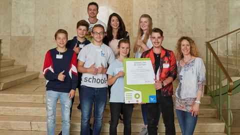 """""""school.fm 2018"""": """"RADIO BREAK"""" der Ahnatal-Schule Vellmar erhielt den Preis """"Beste Redaktion""""."""