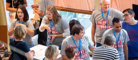 Über 800 Jugendliche und ihre Eltern informierten sich an den Ständen über eine Ausbildung im Hessischen Rundfunk.