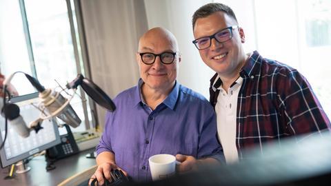 hr1-Moderator Thomas Koschwitz und Gast Matthias Kallmeyer