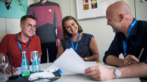 Gäste Fabian Hubert und Tanja Skokov mit hr-Hörfunknachrichtenchef Ulli Janovsky