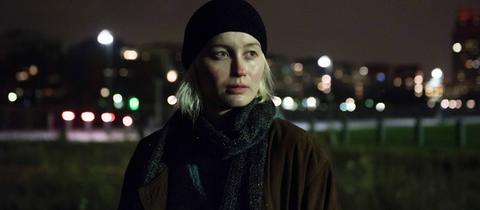 "Ada Philine Stappenbeck als Sam in ""Frankfurt, Dezember 17"""