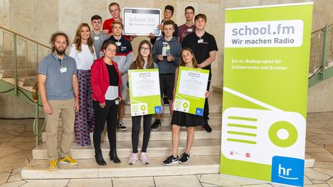 """Die Gewinner von """"school.fm 2019"""": Sechs Schulen und 80 Schülerinnen und Schüler aus Hessen"""