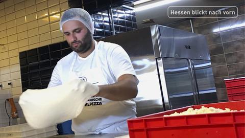 Der Pizzeria-Betreiber Shademan Souri aus Gießen schreibt eine Erfolgsgeschichte mit tiefgefrorenen Pizzen