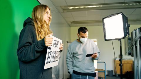 """Rafaela Roza beim Dreh einer Folge von """"Your Money"""""""