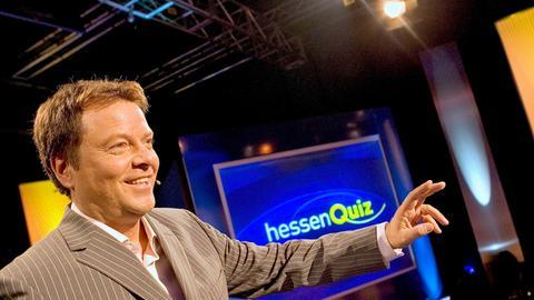 """Jörg Bombach moderiert die Quizshow das große """"Hessenquiz"""""""