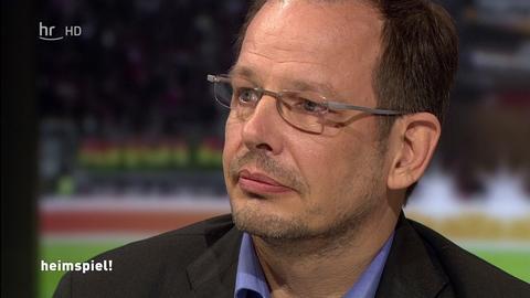 """Der Journalist Hajo Seppelt im """"heimspiel!"""" im hr-fernsehen"""
