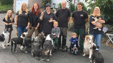 Die Familie Gläser, die ehrenamtlich einen Gnadenhof für Tiere betreibt