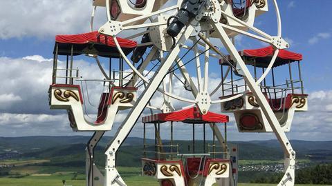 Ein Riesenrad des Jungunternehmer John Heinz, der seine individuell gestalteten Karussells inzwischen bis nach Südamerika verkauft