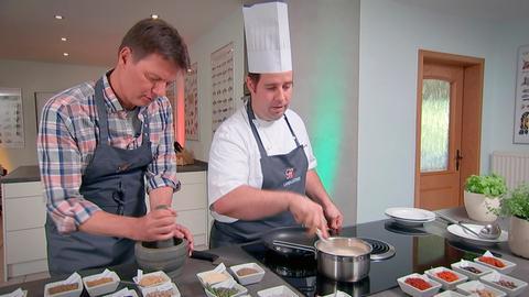 Gewürzkurs im Gasthaus Hagen: Daniel Hagen Wolf (rechts) und Dieter Voss