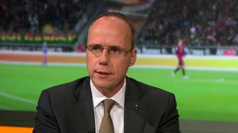 """Hessens Innen- und Sportminister Peter Beuth im """"Heimspiel!"""" im hr-fernsehen"""