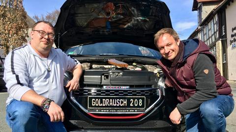 """Tobi Kämmerer (rechts) mit Manuel Dörbandt und seinem """"Goldrausch 208"""""""